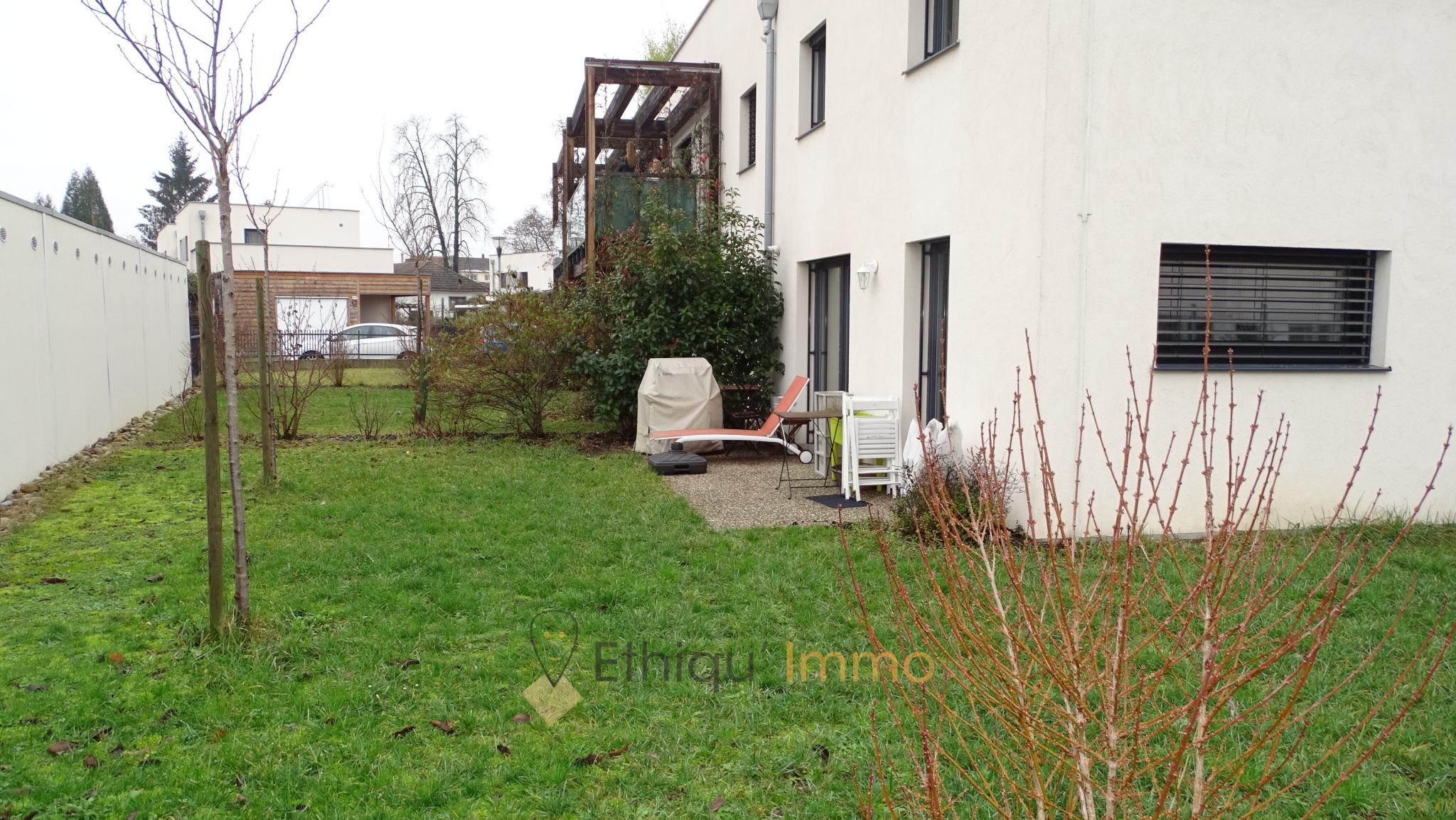 47 m² Splendide F2 de 2013 en rez de jardin avec 120m² d\'espaces verts !!  Garage